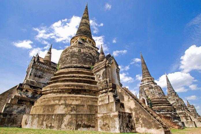 Der gigantische Wat Phra Sri Sanphet südlich des Palastgeländes gilt als Wahrzeichen von Ayutthaya und ist das bekannteste und meist fotografierte Gebäude, Thailand - © suronin / Fotolia