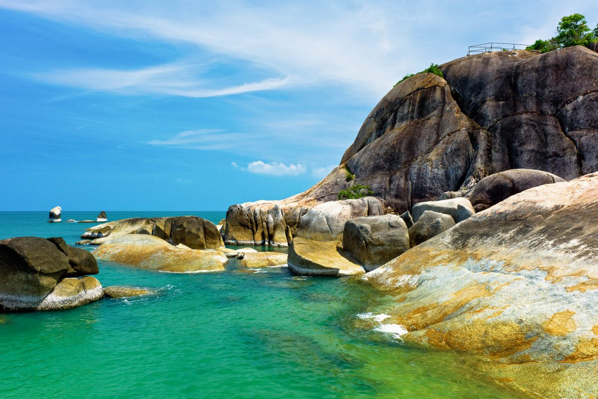"Die ""Gran Father and Gran mother rocks"" in Koh Samui, Thailand - © Kenneth Dedeu / Shutterstock"