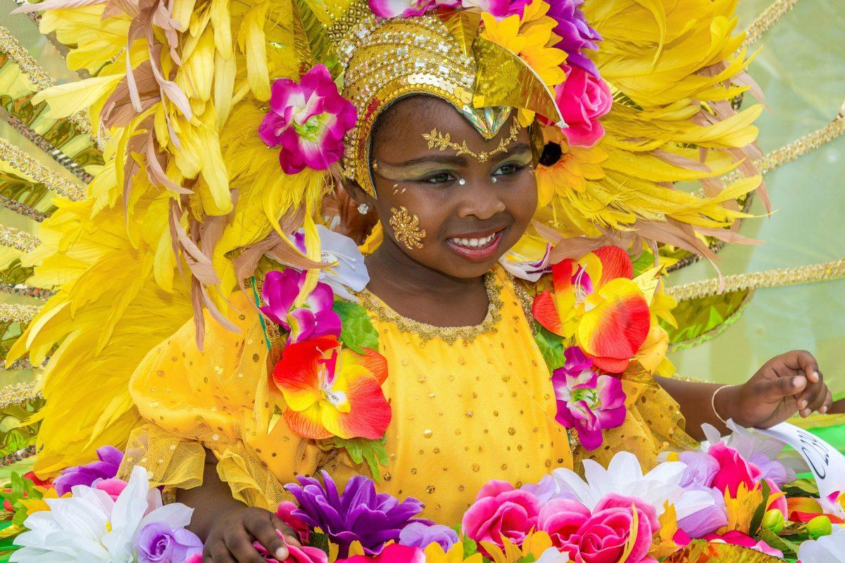 Die prächtigen Kostüme der Kids stehen beim Karneval von Trinidad und Tobago denen der Erwachsenen um nichts nach - © John de la Bastide / Shutterstock
