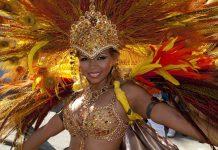 """In der Hauptstadt des sonst sehr entspannten Karibikstaates Trinidad und Tobago steigt zum Karneval die """"verrückteste Kostümparty der Welt"""" - © John de la Bastide / Shutterstock"""