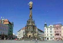 Die Dreifaltigkeitssäule in Olomouc (Ölmütz) entstand in den Jahren 1716 bis 1745 als Dank für das Ende der zweijährigen Pestepidemie, Tschechien - © Kaetana / Shutterstock