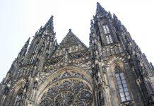 Der imposante Veitsdom in der tschechischen Hauptstadt Praha (Prag) ist die das größte Kirchenbauwerk Tschechiens - © James Camel / franks-travelbox