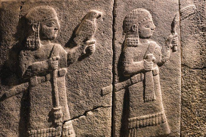 Relief einer Jagdszene im Museum für anatolische Zivilisation, Ankara, Türkei - © zebra0209 / Shutterstock