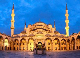 """Fantastische Abendstimmung der Sultan Ahmed Moschee, besser bekannt als die """"Blaue Moschee"""", Istanbul, Türkei - © hornet72 / Fotolia"""