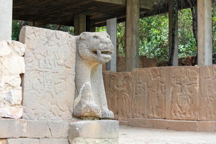 Karatepe ist eine hethitische Festung im Süden der Türkei und war der Fundort einer zweisprachigen Inschrift in Phönizisch und Hieroglyphen-Luwisch, Türkei - © bumihills / Shutterstock