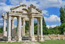 Ruine in der antiken Stadt Aphrodisias die ihren Namen von Aphrodite, der griechischen Göttin der Liebe hat, Türkei - © roggui / Fotolia