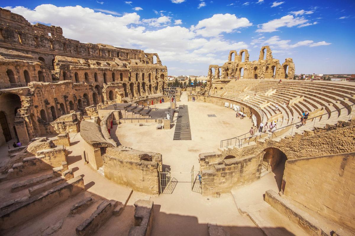 Innenanschicht des Amphitheaters von El Jem in Tunsien, dem drittgrößten Amphitheater des Römischen Reiches - © Marques / Shutterstock