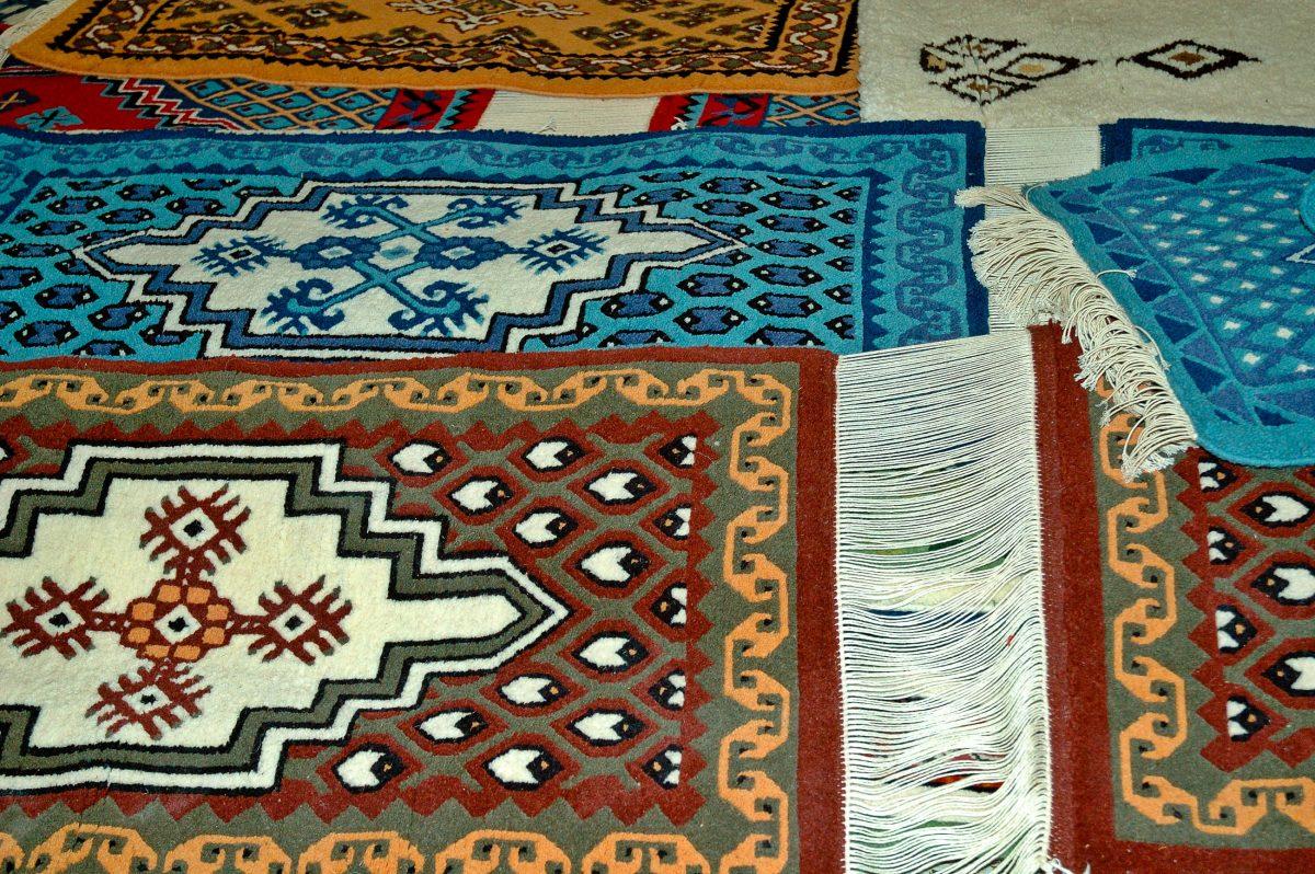 Die gewebten und geknüpften Teppiche Kairouans sind weltweit für ihre ausgezeichnete Qualität bekannt und werden in alle Welt exportiert, Tunesien - © Jakez / Shutterstock