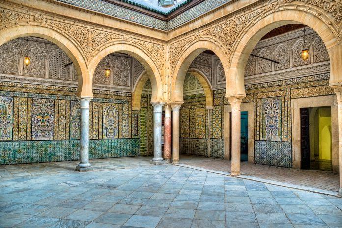 Die prachtvolle verzierte Zaouia von Sidi Sahab beherbergt drei Barthaare des Propheten Mohammed und ist auch als