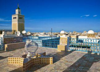 Überblick über das prachtvolle Dächermeer der Medina (Altstadt) von Tunis, Tunesien - © WitR / Shutterstock