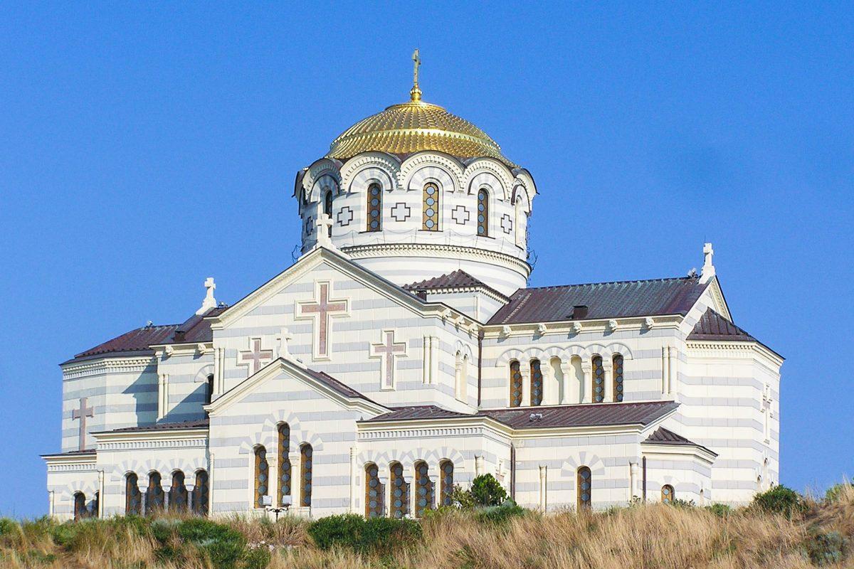 Die St. Vlaidimir-Kathedrale an der Ausgrabungsstätte Chersones auf der Halbinsel Krim stammt aus dem 19. Jahrhundert, Ukraine - © Andrew Butko CC BY-SA3.0/Wiki