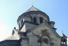 Die armenische Kirche in Jalta an der Südküste der Halbinsel Krim, Ukraine, beeindruckt durch ihre detailverliebte steinerne Fassade - © Travelpleb CC0 1.0/Wiki