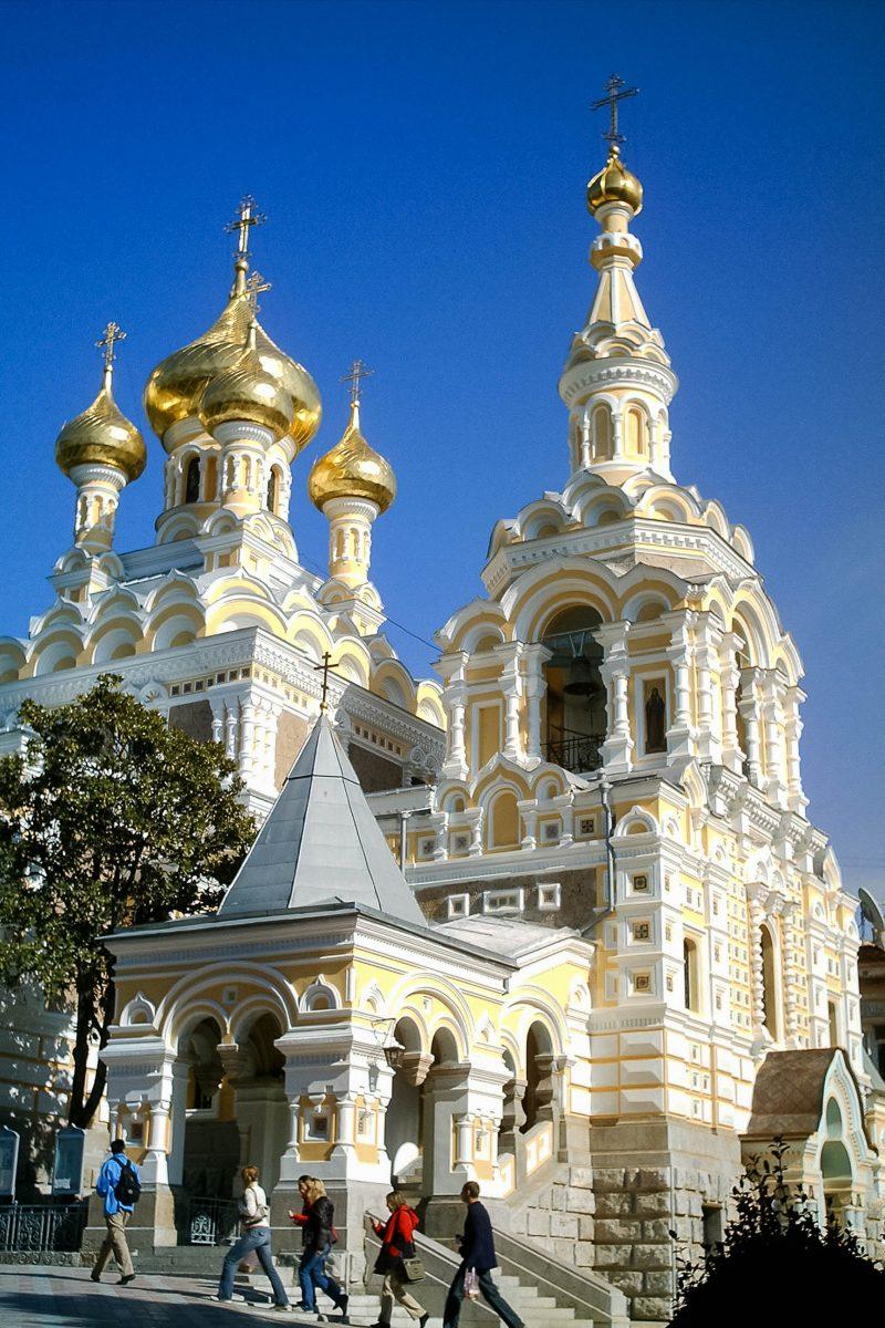 Die prächtige Alexander-Newski-Kathedrale in Jalta im Süden der Halbinsel Krim zählt zu den bedeutendsten Kirchen der Region, Ukraine - © Водник CC BY-SA2.5/Wiki