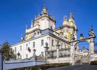 Die St. Georgs-Kathedrale in der historischen Altstadt von Lemberg blickt majestätisch auf die malerische historische Hauptstadt der westlichen Ukraine herab - © Dmitrydesign / Shutterstock