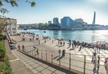 Sewastopol wird jedes Jahr von etwa einer halben Million Touristen besucht, die die über 2.000 Denkmäler und die prachtvollen Kirchen zu schätzen wissen, Halbinsel Krim, Ukraine - © J29 CC BY-SA3.0/Wiki