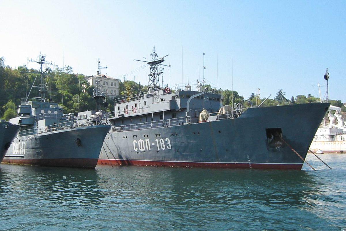 Sowohl Schiffe der russischen als auch der ukrainischen Schwarzmeerflotte liegen in Sewastopol vor Anker, Halbinsel Krim, Ukraine - © Stepanyuchenko CC BY2.0/W