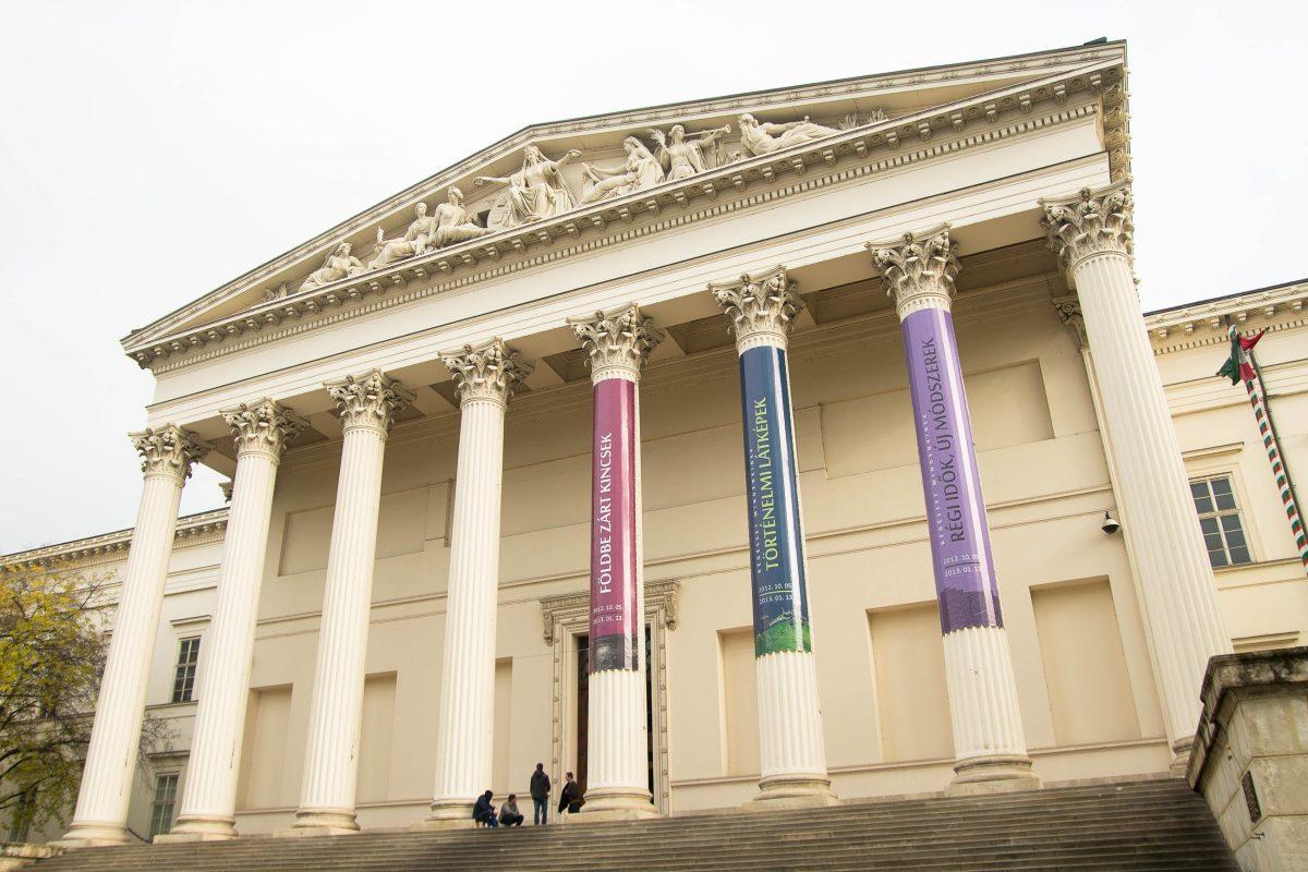 Das Museum der schönen Künste am Heldenplatz in Budapest, Ungarn, beherbergt die landesweit wichtigste Sammlung nicht-ungarischer Kunst - © James Camel / franks-travelbox