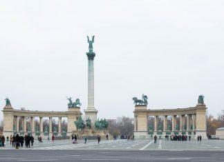 Der monumentale Heldenplatz am Ende der Andrássy út in Budapest gehört zu den meistbesuchten Sehenswürdigkeiten der Hauptstadt Ungarns - © James Camel / franks-travelbox
