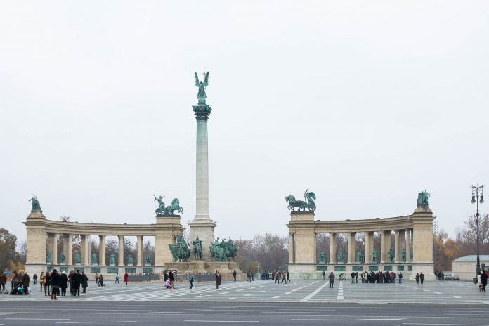 heldenplatz in budapest ungarn franks travelbox. Black Bedroom Furniture Sets. Home Design Ideas