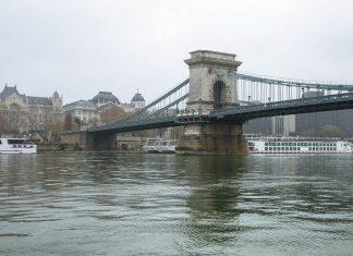 Die Kettenbrücke hat eine Länge von 375m und verbindet den Széchenyi-István-Platz in der Innenstadt von Pest mit dem Adam-Clark-Platz vor dem Burgberg in Buda, Budapest, Ungarn - © James Camel / franks-travelbox