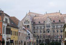 In den prächtigen Häusern im Budaer Burgviertel in Budapest, Ungarn, wohnten einst die Adeligen und reichen Kaufleute Budas - © James Camel / franks-travelbox
