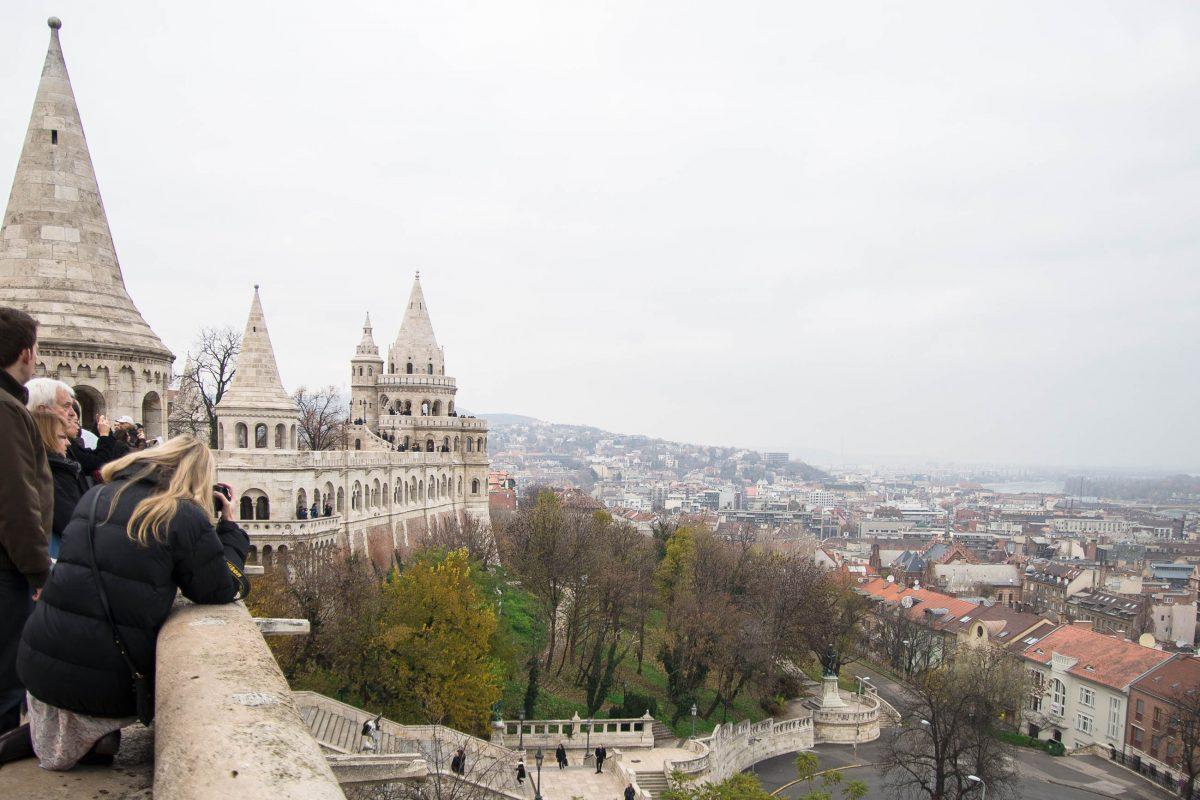 Von der Fischerbastei am Burgberg in Budapest hat man einen fantastischen Ausblick auf den Stadtteil Pest und die Donau, Ungarn - © James Camel / franks-travelbox