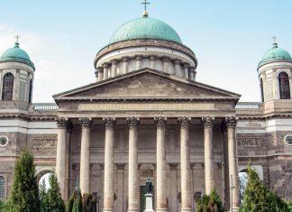 Die St. Adalbert Kathedrale in der ungarischen Stadt Esztergom an der nördlichen Grenze zur Slowakei ist die größte Kirche Ungarns - © Andrea Seemann / Fotolia