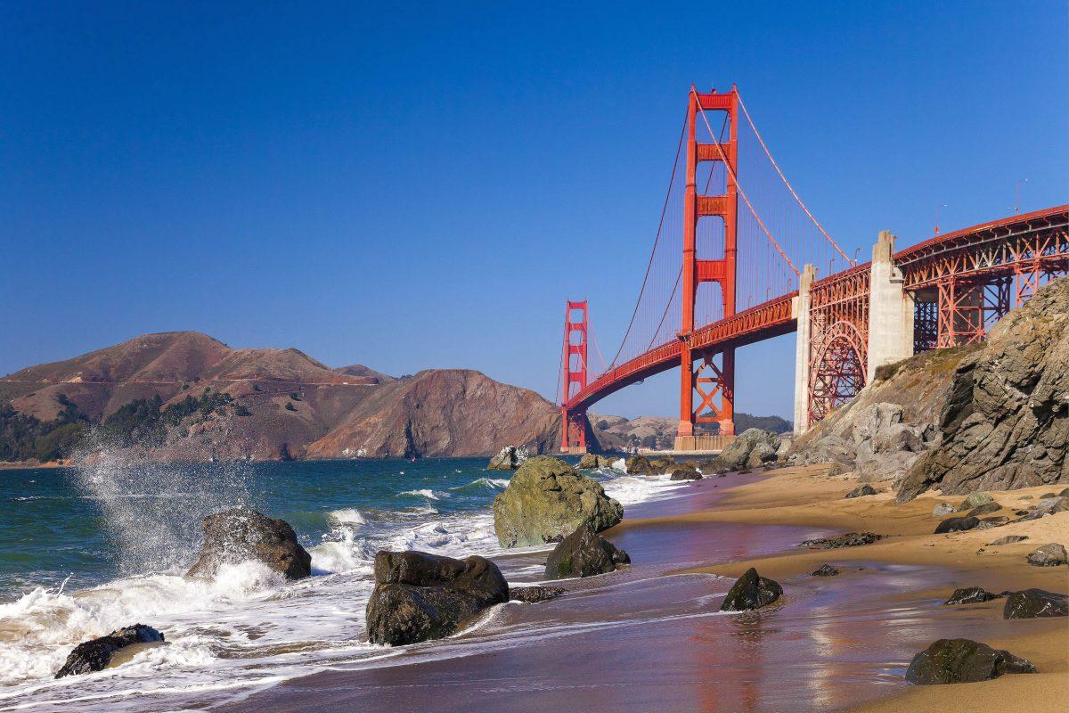 Die Golden Gate Bridge ist das Wahrzeichen der Stadt San Francisco und gilt für viele als schönste Brücke der Welt, USA - © kropic1 / Shutterstock