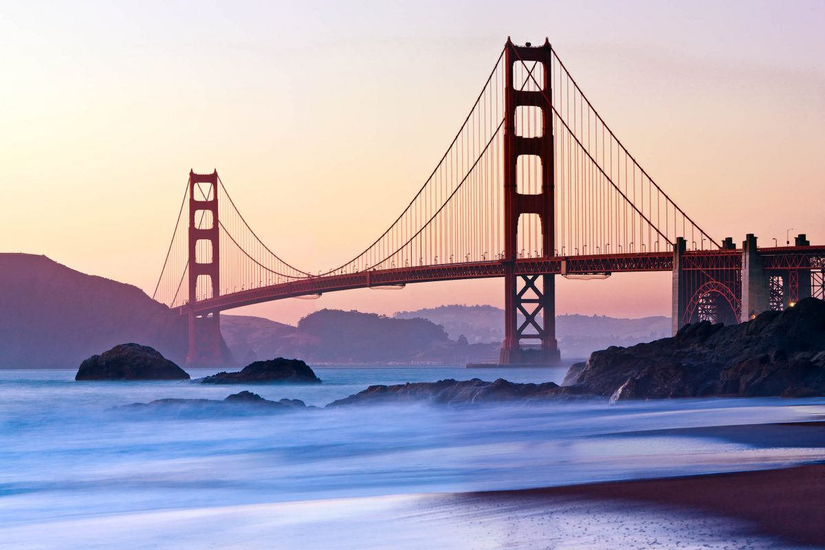 San Francisco's Golden Gate Bridge vor Sonnenaufgang, Kalifornien, USA - © sfmthd / Fotolia