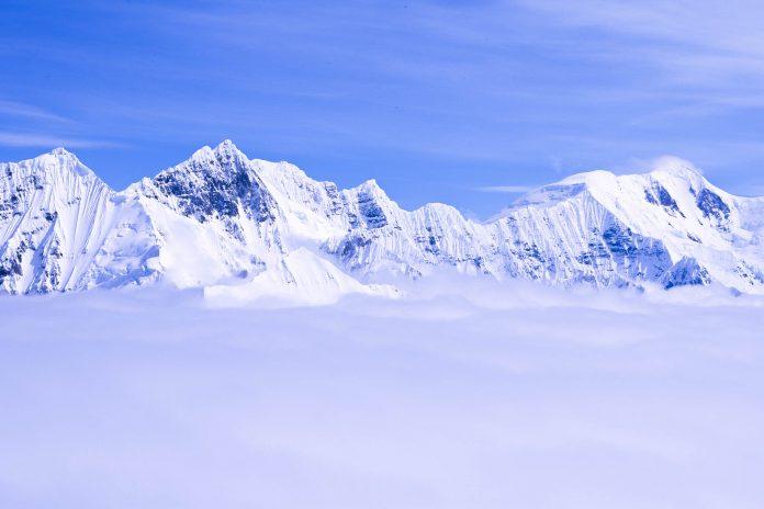 Berge und Gletscher im Wrangell-St. Elias Nationalpark, Alaska, USA - © spirit of america / Shutterstock