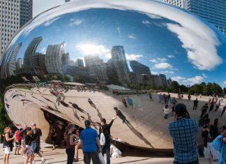 """Das """"Cloud Gate"""" wird von den Bewohnern Chicagos liebevoll auch als """"Silver Bean"""" bezeichnet, Illinois, USA - © James Camel / franks-travelbox"""