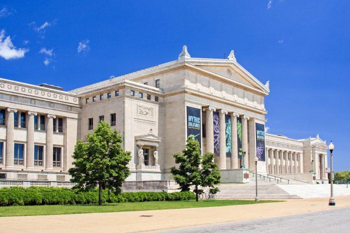 Das Field Museum in Chicago, Illinois ist mit über 22 Millionen naturhistorischer Ausstellungsstücke eines der größten Museen der Welt, USA - © Thomas Barrat / Shutterstock