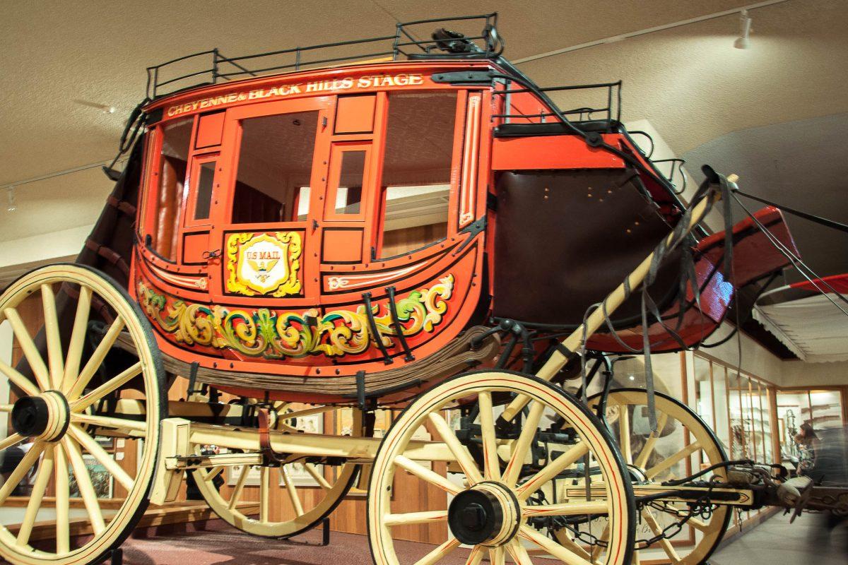 Gigantische Kutsche im Buffalo Bill Historical Center in Cody, USA - © James Camel / franks-travelbox