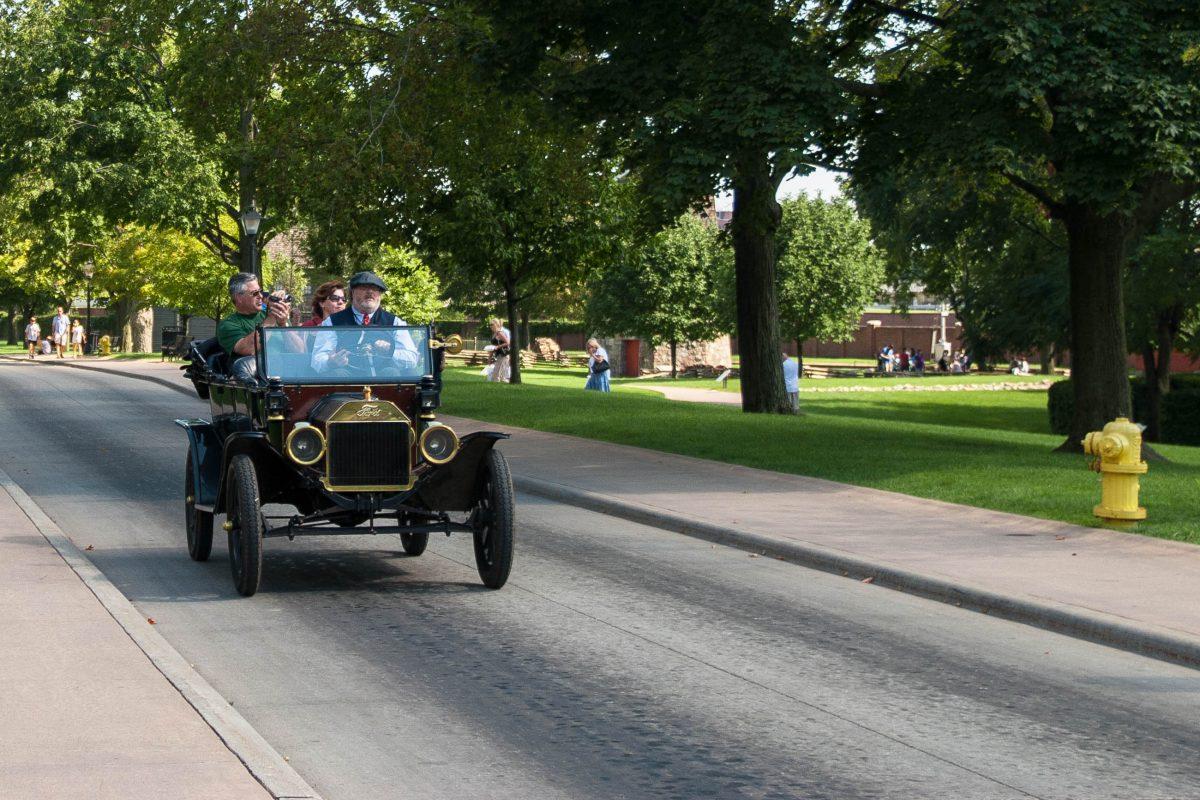 Im Greenfield-Village - einem weitläufigen Park - darf auch das Original-Model-T nicht fehlen, das auch Besucher durch das Dorf kutschiert, Michigan, USA - © James Camel / franks-travelbox