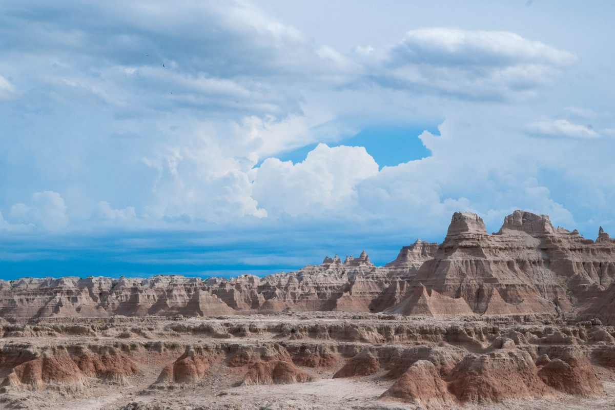 Der Door Trail führt durch eine atemberaubende Mondlandschaft und zählt eindeutig zu den spektakulärsten Pfaden im Badlands-Nationalpark, South Dakota, USA - © James Camel / franks-travelbox