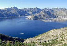 Der Spirit Lake im Bundesstaat Washington, USA, wurde beim Ausbruch des Mount St. Helens im Jahr 1980 vollständig zerstört - © Dan Schreiber / Shutterstock