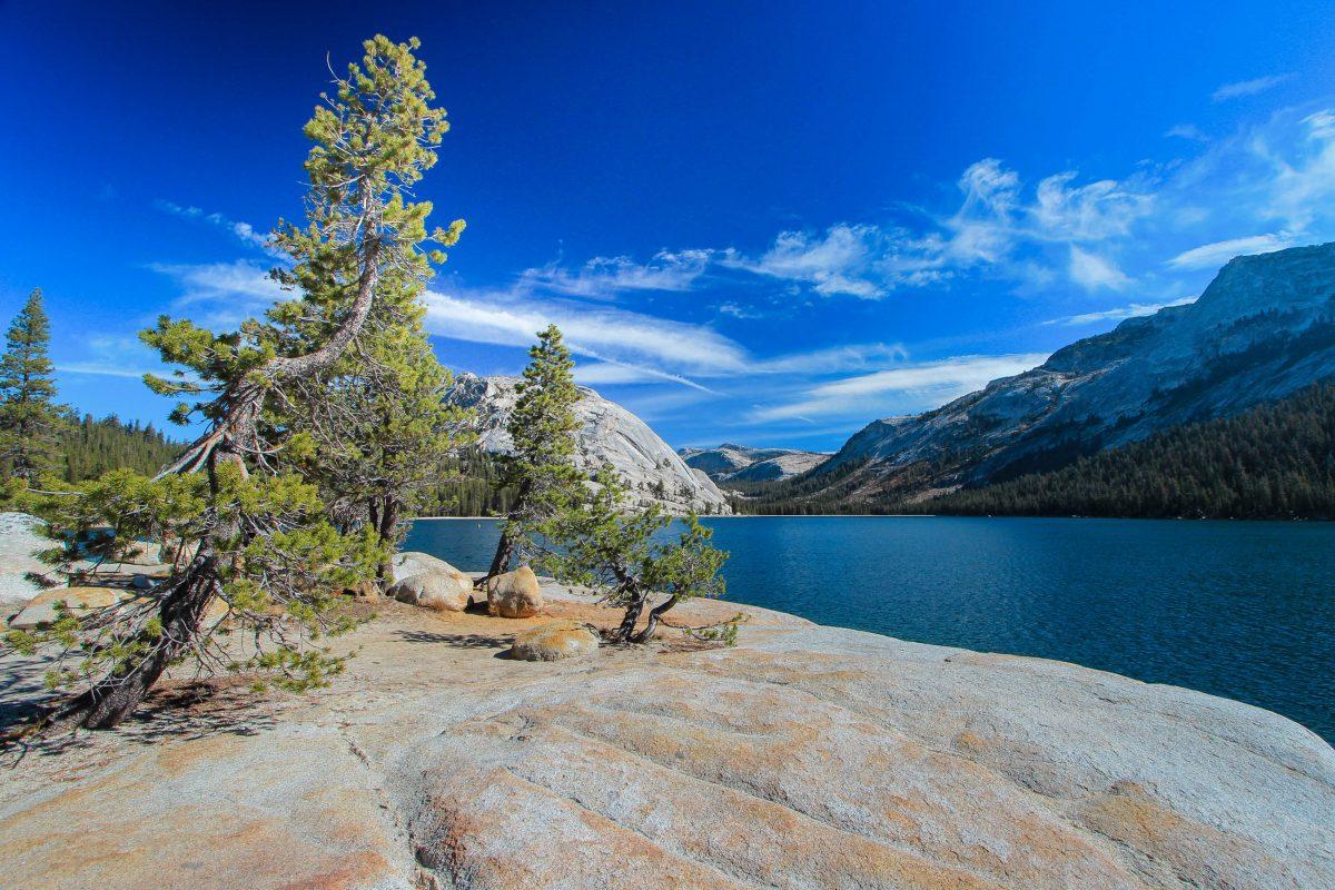 Der Tenaya Lake im Yosemite Nationalpark, Kalifornien, USA - © xavdlp / Fotolia