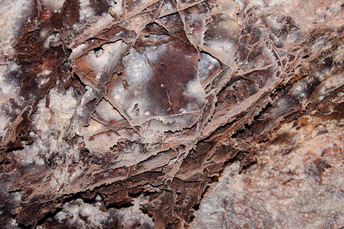 Die feinen Strukturen, die die Wände der Wind Cave bedecken, sehen tatsächlich wie fragile Boxen aus, South Dakota, USA - © James Camel / franks-travelbox