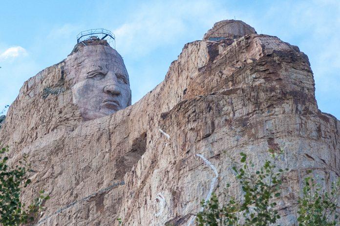 Fertigstellungstermin für das Crazy Horse Memorial gibt es keinen, man hofft jedoch das ehrgeizige Projekt bis Ende des 21. Jahrhunderts abschließen zu können, South Dakota. USA - © James Camel / franks-travelbox