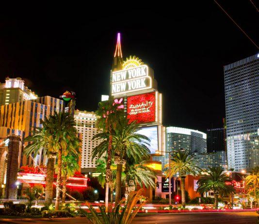 Der Las Vegas Strip bei Nacht, Nevada, USA - © Elnur / Fotolia