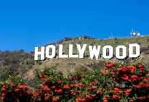 Das 1923 erbaute weltberühmte 15m hohe Hollywood-Schild in den Hollywood-Hills ist nicht zu übersehen, Kalifornien, USA - © Juan Camilo Bernal/Shutterstock