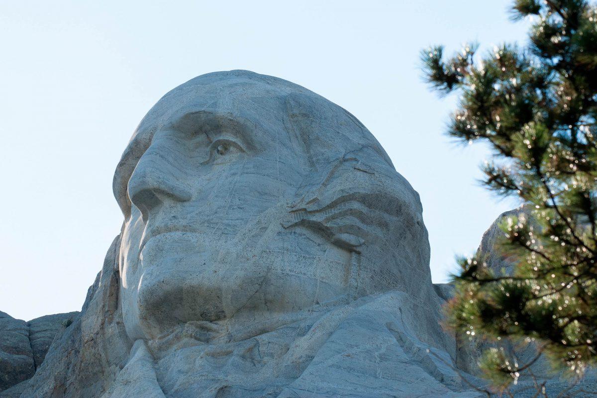 Nach dem Tod des Erbauers der Präsidentenköpfe am Mount Rushmore setzte sein Sohn die Arbeit, konnte sie jedoch aus Geldmangel nicht vollenden, USA - © James Camel / franks-travelbox.com