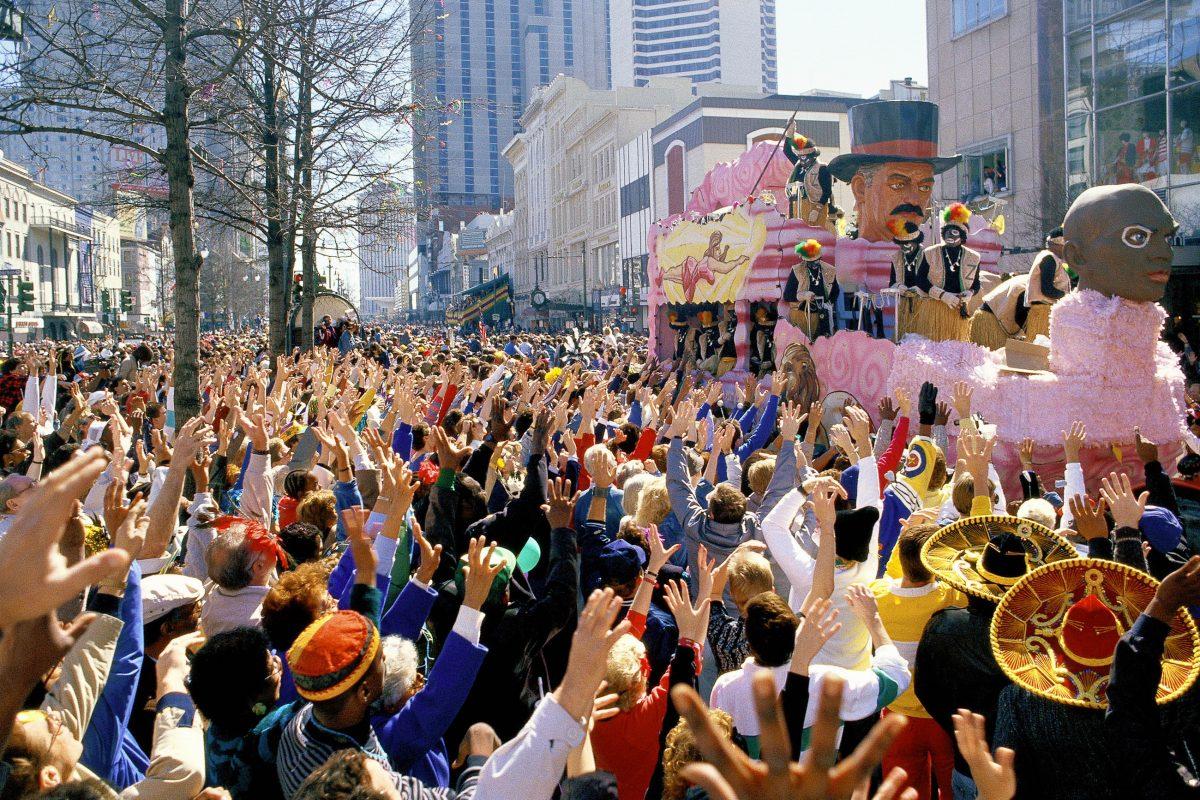 Der Karneval von New Orleans ist mittlerweile weltweit bekannt und lockt jedes Jahr tausende Besucher in die Stadt in den USA - © Visions of America / Shutterstoc