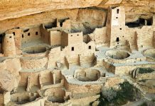 Ruinen der Felswohnungen der Anasazi im Mesa Verde Nationalpark, Colorado, USA - © Jeffrey M. Frank / Shutterstock