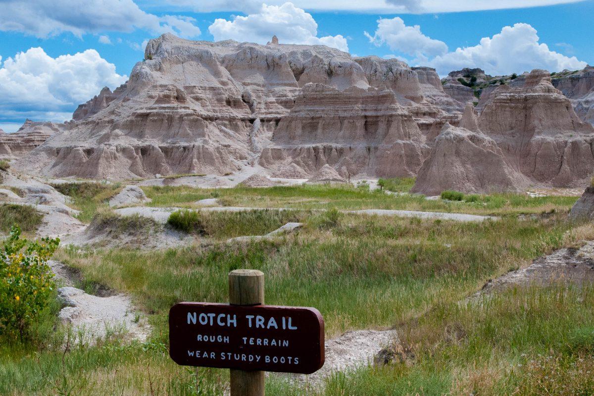 Start des eindrucksvollen Notch Trail im Badlands-Nationalpark in South Dakota, USA - © James Camel / franks-travelbox