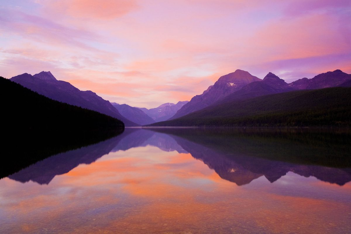 Traumhafte Stimmung am Bowman Lake im Glacier Nationalpark, Montana, USA - © Paul E. Martin / Shutterstock