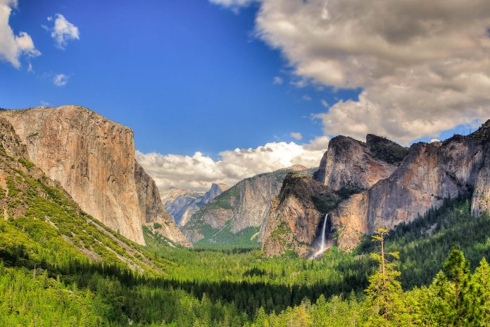 Unberührte Naturlandschaft im Yosemite Nationalpark, Kalifornien, USA - © Vincent / Fotolia