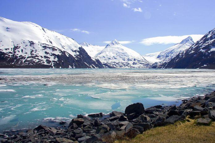 Winterliche Bucht im Glacier Bay Nationalpark, Alaska, USA - © Pecold / Shutterstock