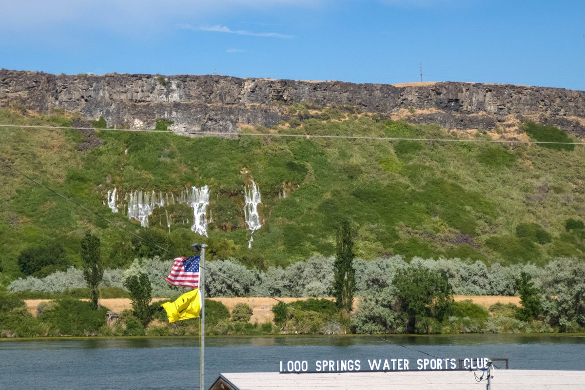 Zwischen den Orten Bliss und Buhl führt der offizielle Thousand Springs Scenic Byway an den Wasserfällen vorbei, Idaho, USA - © James Camel / franks-travelbox
