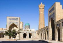 Die Kalon Moschee hat sieben Eingänge, stammt aus dem 15. Jahrhundert und ist bereits die dritte Moschee auf diesem Standort, Buchara, Usbekistan - © alfotokunst / Fotolia